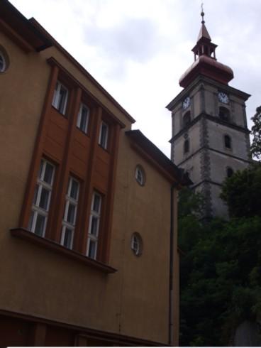 mimon-bok s kostelem